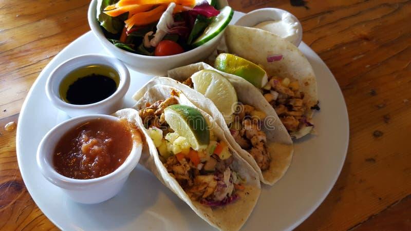 Tacos de poissons d'île image libre de droits