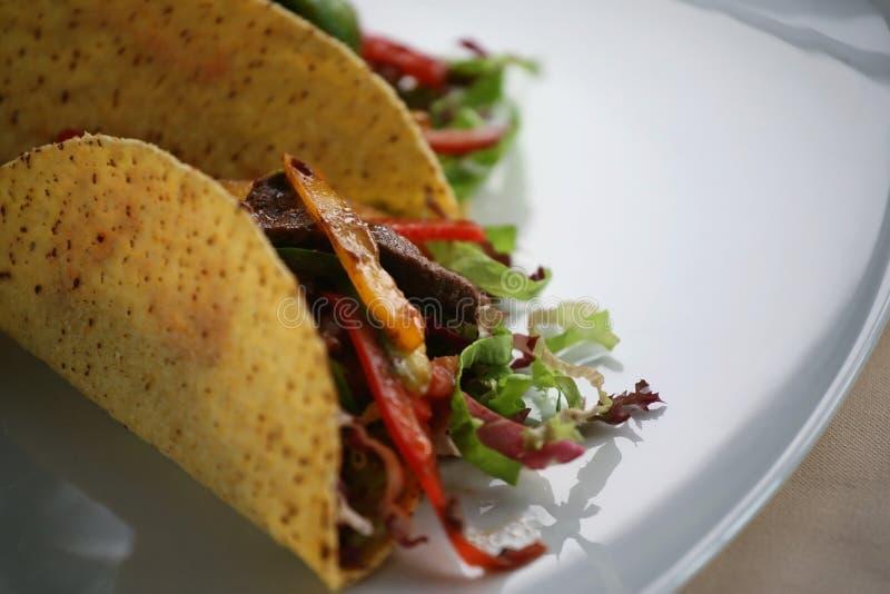 tacos dwóch walcowane zdjęcie royalty free