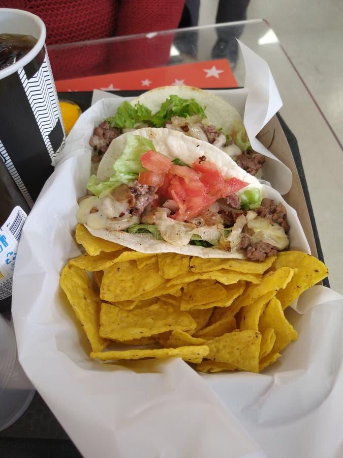 Tacos et pommes frites mexicains riches photos libres de droits