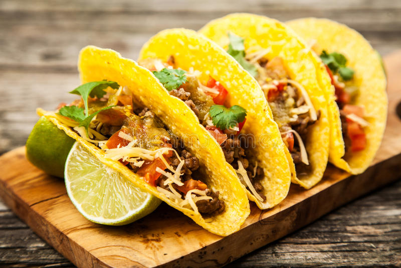 Tacos mexicain avec du boeuf image stock