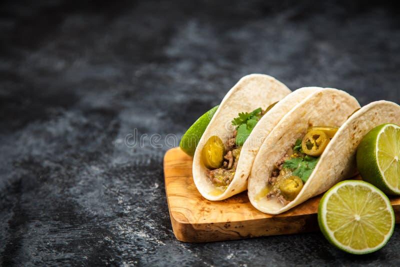 Tacos mexicain avec du boeuf photographie stock libre de droits