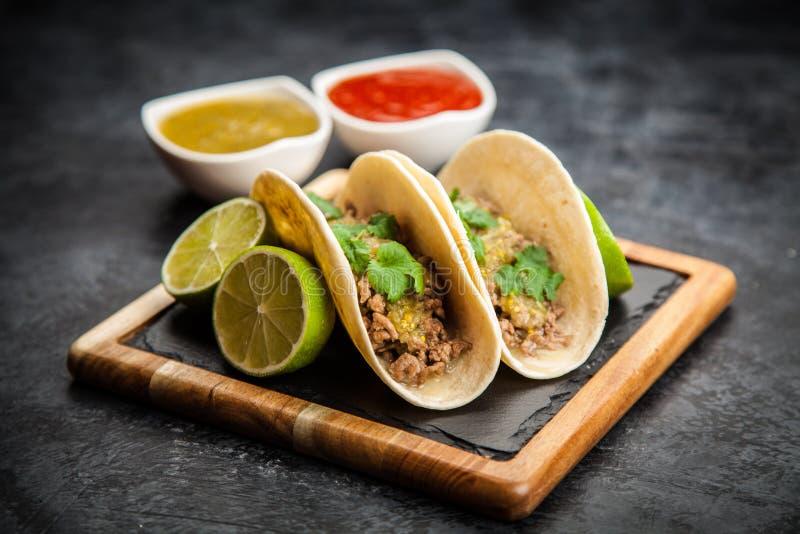Tacos mexicain avec du boeuf photos libres de droits