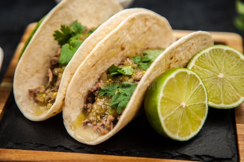 Tacos mexicain avec du boeuf image libre de droits
