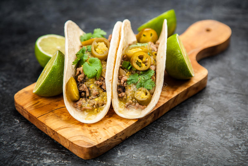 Tacos mexicain avec du boeuf photographie stock