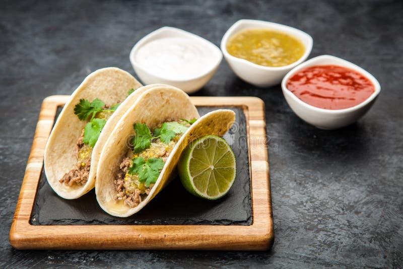 Tacos mexicain avec du boeuf images libres de droits