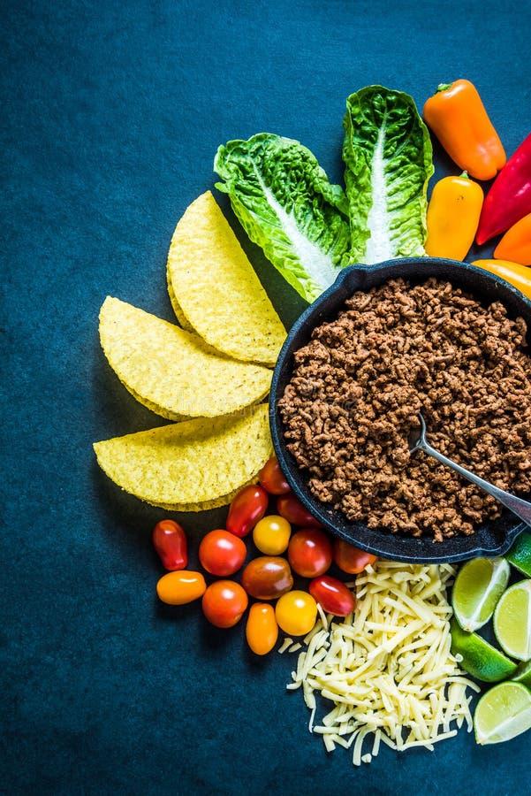 Tacos mexicanos, receta del fondo de la frontera de la comida, de arriba fotos de archivo libres de regalías