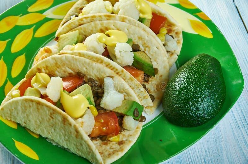 Tacos r?ti de chou-fleur et de lentille photos libres de droits