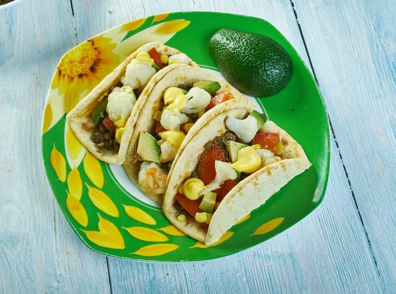 Tacos r?ti de chou-fleur et de lentille photo libre de droits