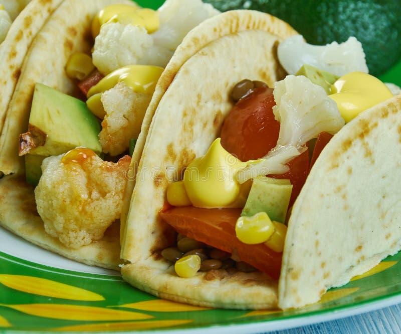 Tacos r?ti de chou-fleur et de lentille image libre de droits