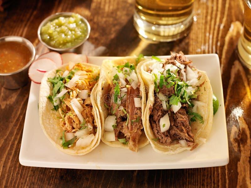 Tacos robić w autentycznym meksykanina stylu obraz royalty free