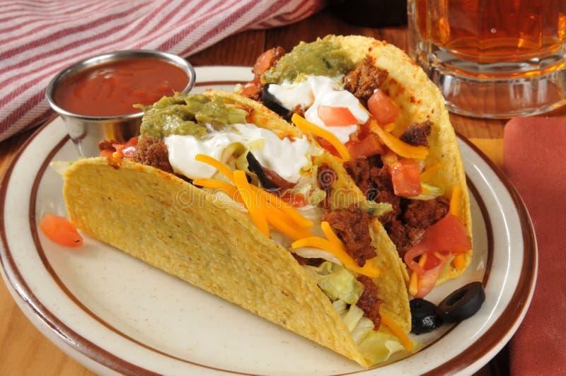 Tacos y cerveza fotos de archivo