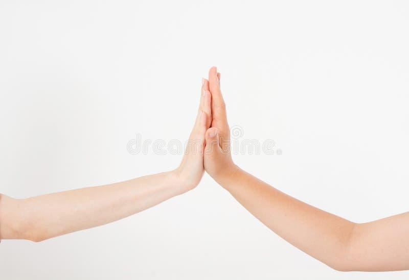 Tacto de la mano del ` s de las mujeres aislado en el fondo blanco Manos a tocar Copie el espacio Mofa para arriba foto de archivo