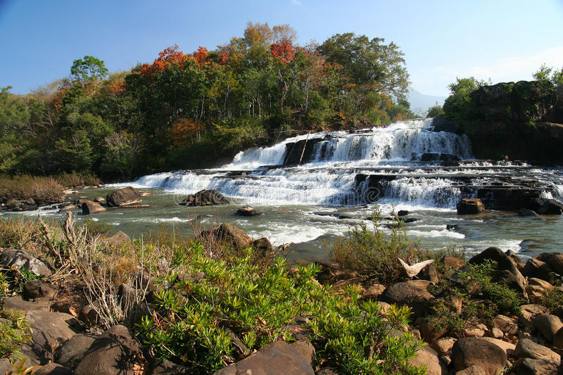 Tad Lo vattenfall royaltyfri foto