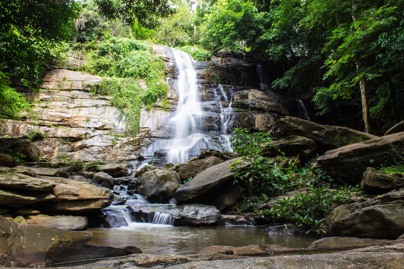 Tad Mork Water Fall in Maerim, Chiangmai Thailand royalty-vrije stock afbeelding