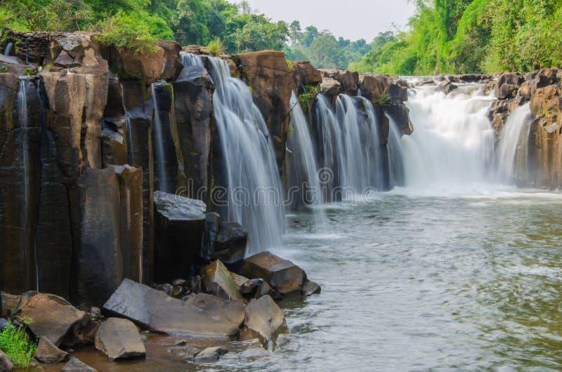 Tad Pha Souam Waterfall, parc national de Bajiang, sud Laos de Paksa image stock
