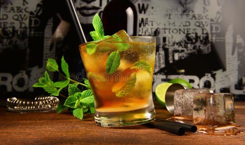 Tadelloses Whisky-Cocktail stockfotos