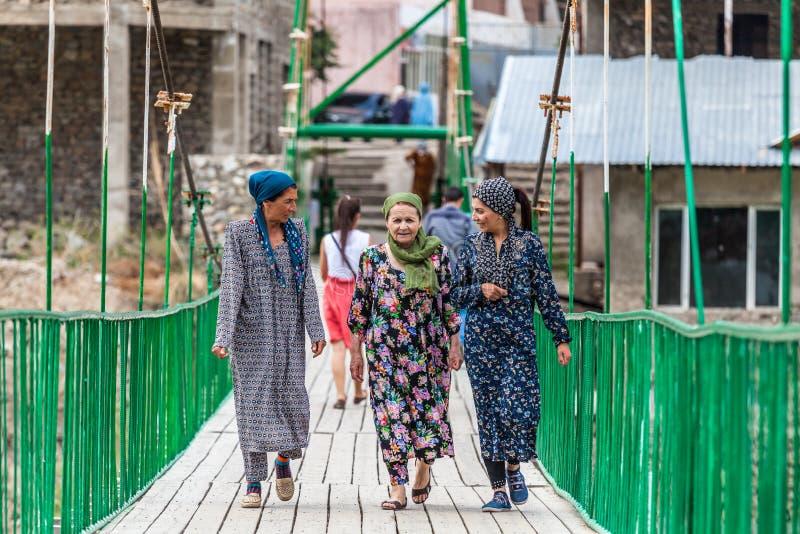 Tadzjikiskt folk i Khorog i Tadzjikistan royaltyfria foton