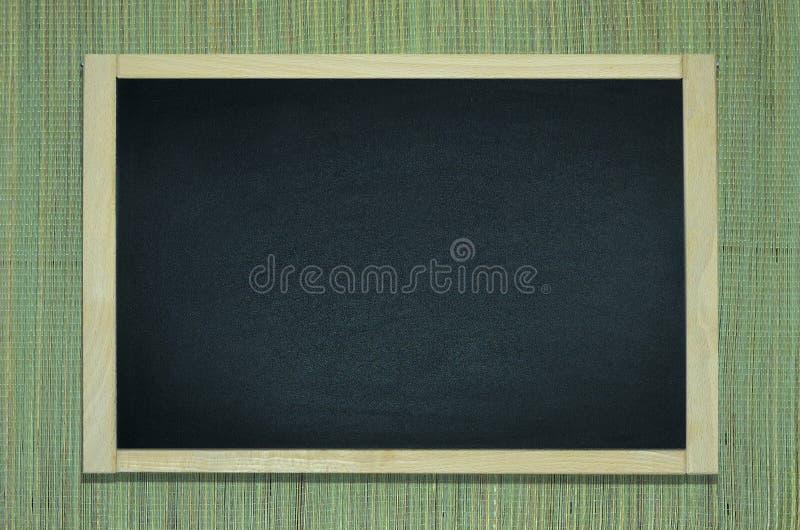 Tafel auf der natürlichen Hanfmatte stockfotografie