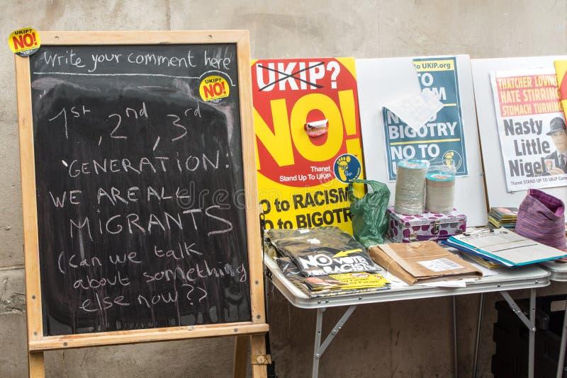 Tafel an einem Anti-UKIP-Stall lizenzfreie stockfotos