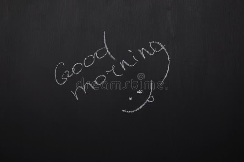 Tafel mit dem Beschriften des guten Morgens und des Lächelns lizenzfreie stockfotos