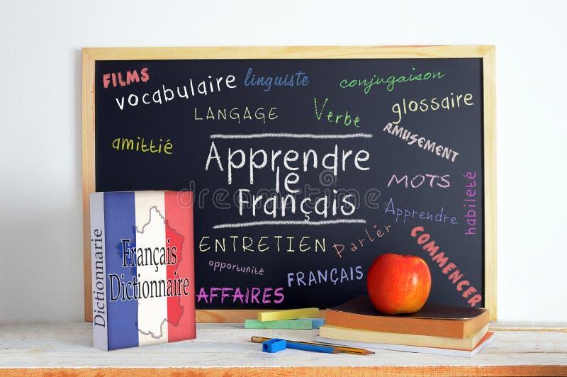 Tafel mit der Mitteilung LERNEN FRANZÖSISCH lizenzfreies stockfoto