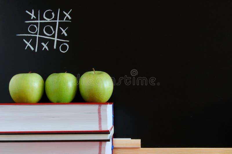 Tafel und Äpfel lizenzfreies stockfoto