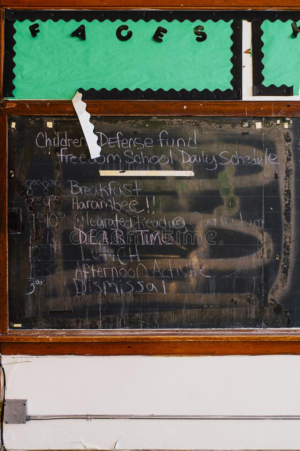 Tafel - verlassenes Heiliges Philomena School, Ost-Cleveland, Ohio stockfotografie