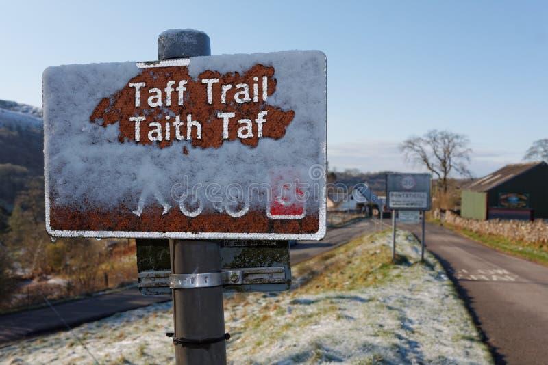 Taff Trail Route Sign im Schnee, Pontsticill, Brecon erleuchtet Nationalpark, Wales lizenzfreie stockfotografie