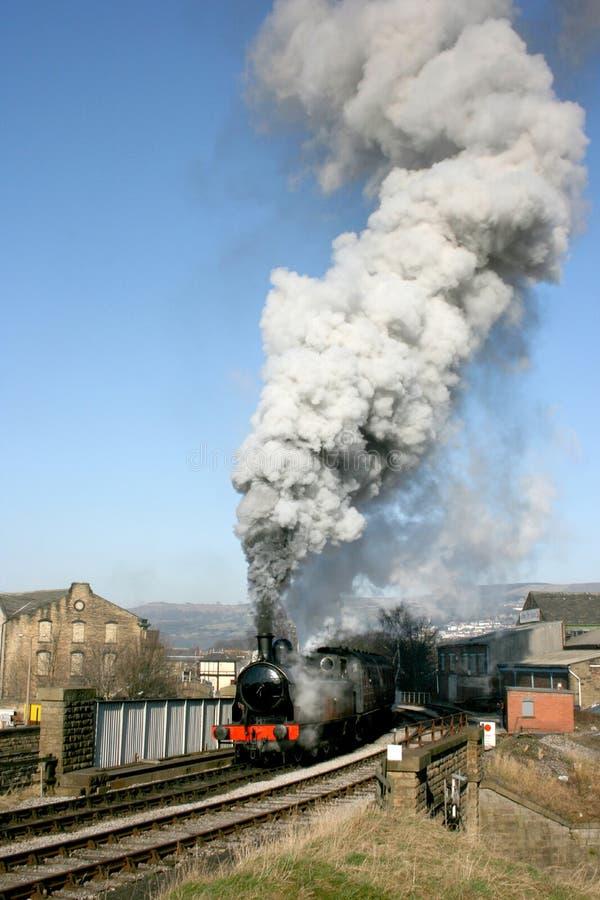 Taff Vale-Dampflokomotive Nr. 85 reist Keighley, Keighley und Wo ab lizenzfreie stockfotos