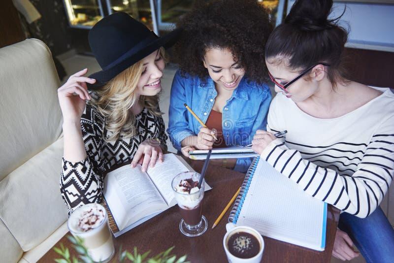 Tag am Café lizenzfreies stockfoto