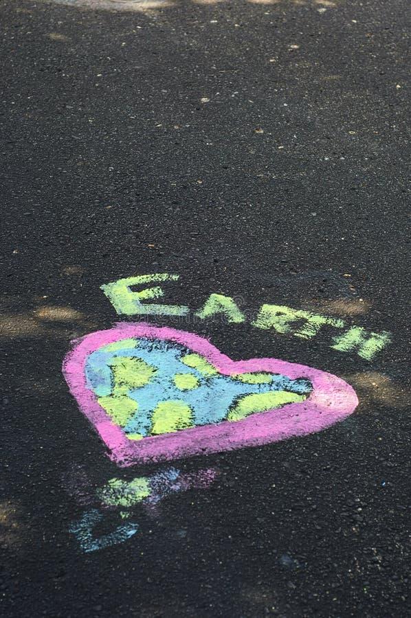 Tag der Erde-Kreide-Kunst lizenzfreies stockfoto