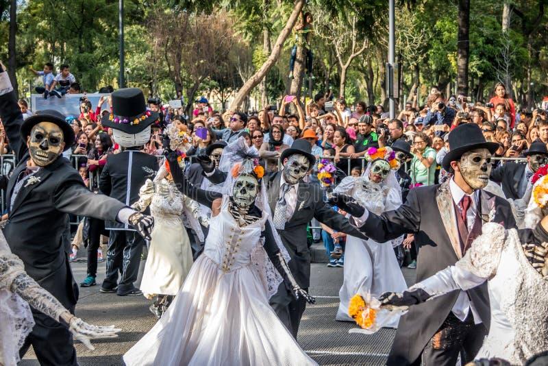 Tag der toten Parade Dia de Los Muertos in Mexiko City - Mexiko stockbilder
