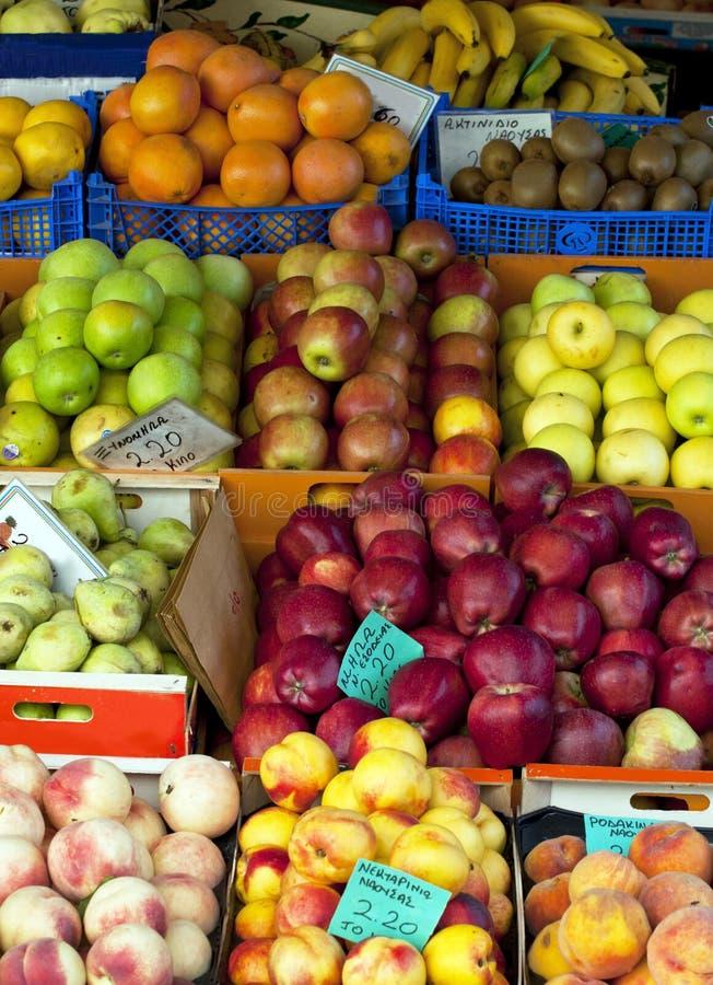 ?tag?re avec des fruits photo stock