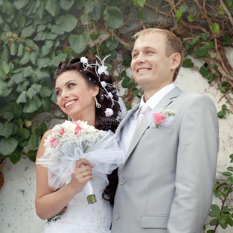 Am Tag von ihnen Hochzeit gerade geheiratet stockbilder