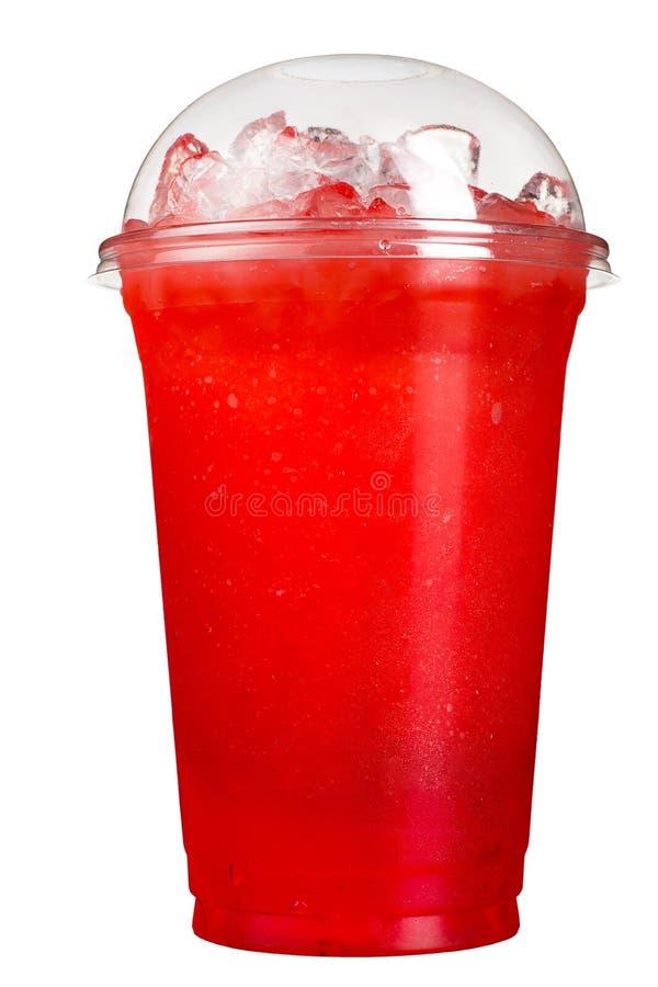 Tagande-bortdrink Uppfriskande drink i en plast- kopp Röd bärfruktsaft arkivbild