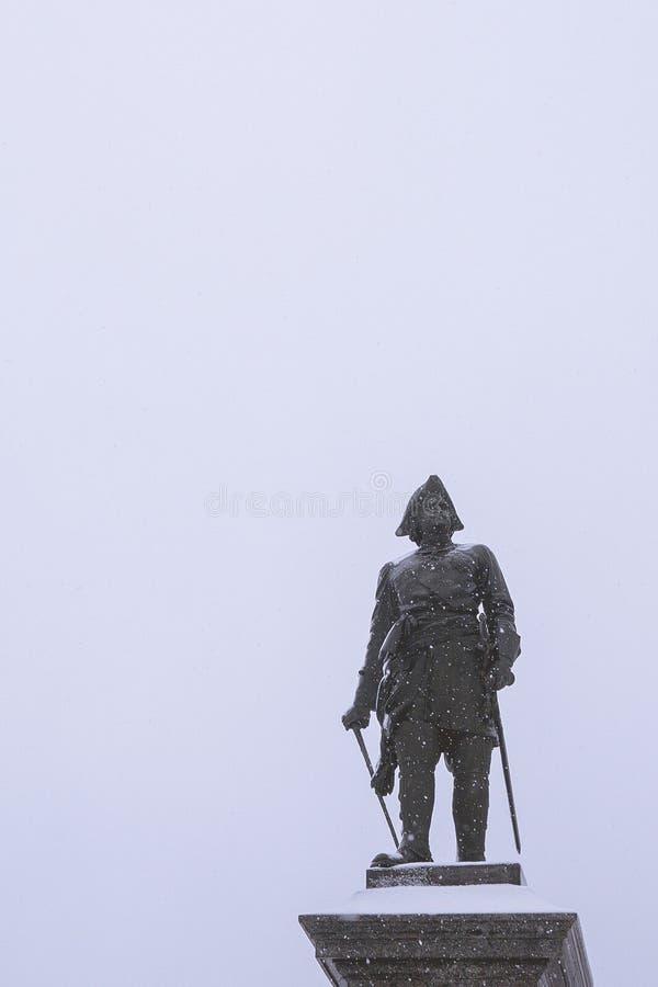 Taganrog, Russie - 27 12 18 : monument à Peter le premier dans la neige images stock