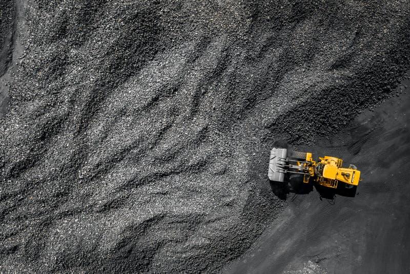 Tagebaubergwerk, Baggerindustrie für Kohle, Draufsichtluftbrummen lizenzfreie stockfotos