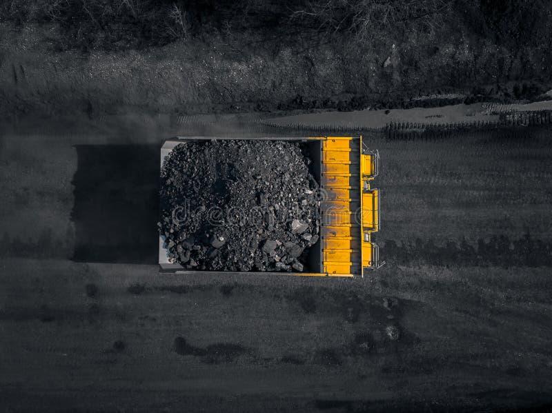 Tagebaubergwerk, mineralgewinnende Industrie f?r Kohle, Draufsichtluftbrummen lizenzfreies stockfoto