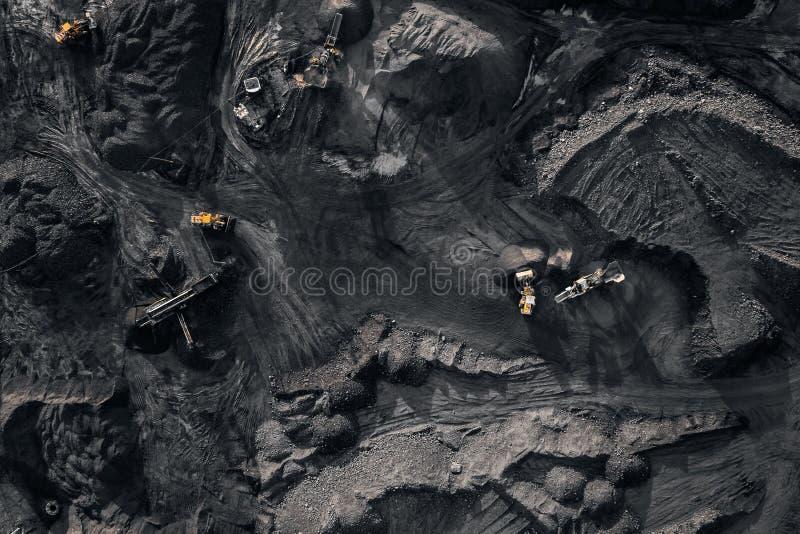 Tagebaubergwerk, mineralgewinnende Industrie f?r Kohle, Draufsichtluftbrummen stockfoto