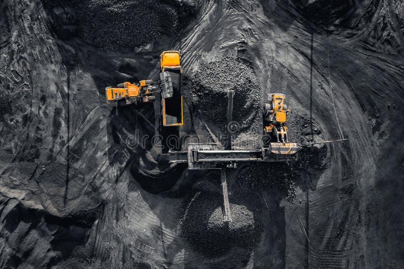 Tagebaubergwerk, mineralgewinnende Industrie f?r Kohle, Draufsichtluftbrummen lizenzfreie stockbilder