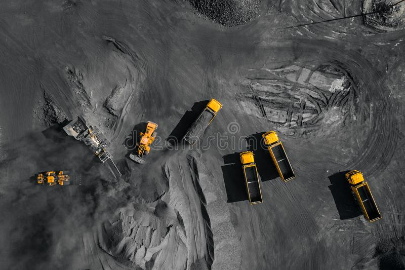 Tagebaubergwerk, mineralgewinnende Industrie f?r Kohle, Draufsichtluftbrummen stockbild