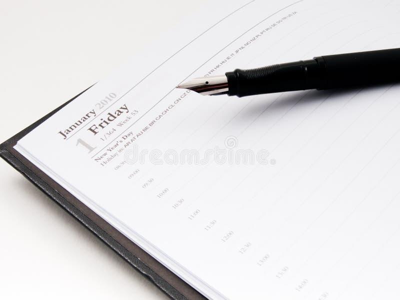 Tagebuch 2010 und Feder stockfotografie