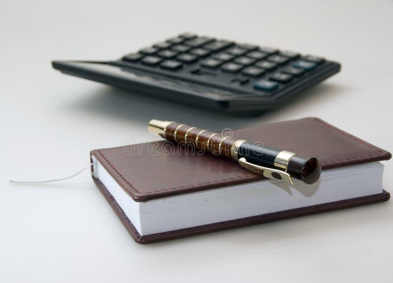 Tagebuch, Feder Und Rechner Lizenzfreie Stockfotos