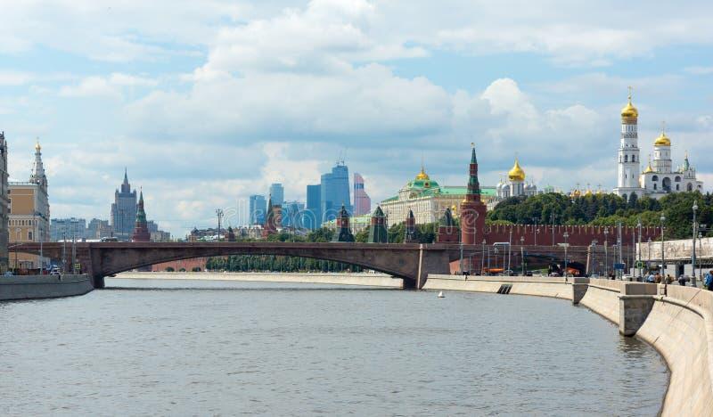 Taget på mars 16, 2013 i Moskvacentrum, Lavrushinsky gränd, Ryssland royaltyfria bilder