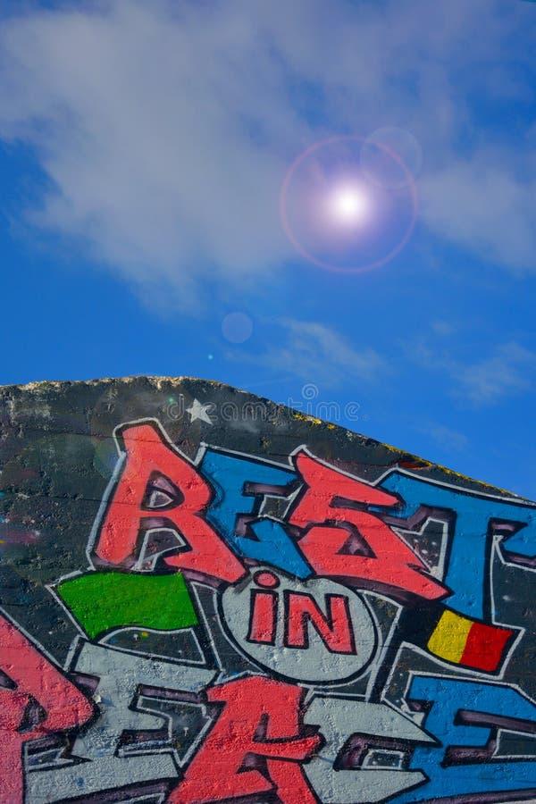 Taggers de gentiane, forme de rue-art : Graffiti de spécialité, travail d'équipe image libre de droits