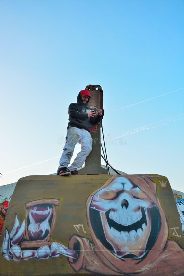 Taggers de gentiane, forme de rue-art : Graffiti de spécialité, travail d'équipe photos stock