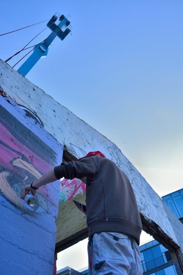 Taggers de gentiane, forme de rue-art : Graffiti de spécialité, travail d'équipe photo stock