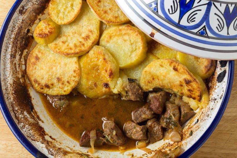 Tagine della patata e del manzo immagini stock