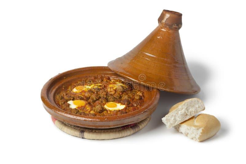 Tagine marroquino do kefta com ovos (Mkaouara) fotos de stock