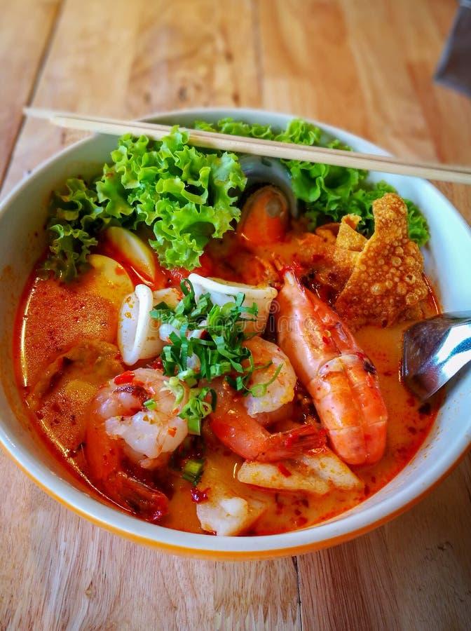 Tagliatella piccante tailandese di yum di gatto dei frutti di mare fotografia stock